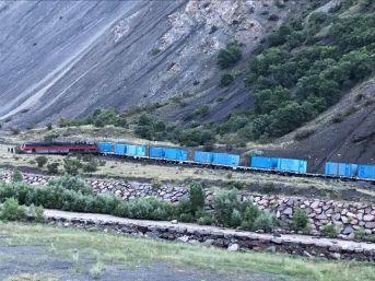 Erzincan'da Heyelan Treni Raydan Çıkardı