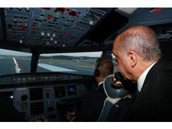 Cumhurbaşkanı Erdoğan'ın Uçağı 3. Havalimanına İndi