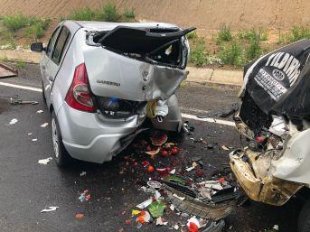 Sarıkamış'ta Minibüs İle Otomobil Çarpıştı: 3 Yaralı