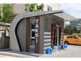 Melikgazi'de Taksi Durakları İnşaatları Devam Ediyor