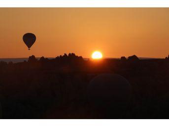 Kapadokya'da Balonlar 3 Gün Aradan Sonra Yeniden Havalandı
