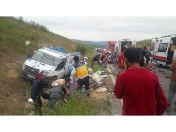 Bursa'da Tarım İşçilerini Taşıyan Kamyonet Kaza Yaptı...2 Ölü 22 Yaralı