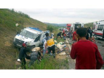 Bursa'da Tarım İşçilerini Taşıyan Kamyonet Kaza Yaptı...çok Sayıda Yaralı Var