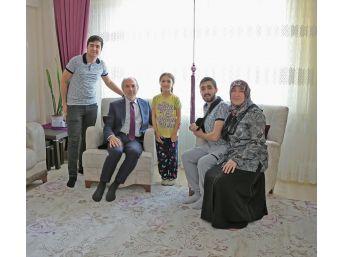 Başkan Kamil Saraçoğlu, Güneydoğu Gazisi İbrahim Kızmaz'ı Evinde Ziyaret Etti