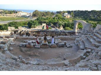 Ayaş Antik Tiyatrosu 2 Bin Yıl Sonra Perdelerini Açıyor