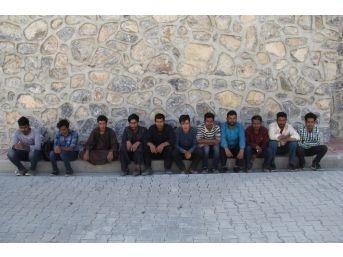 Başkale'de 27 Kaçak Şahıs Yakalandı