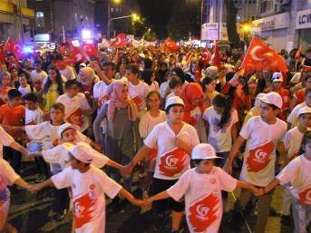 Edremit'te Binler Milli Birlik Yürüyüşünde Buluştu