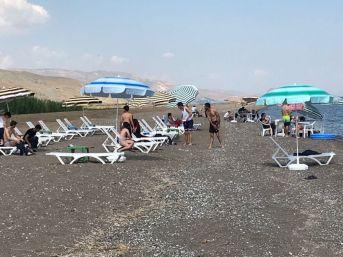 Ahlat'ın İlk Aile Plajı Açıldı