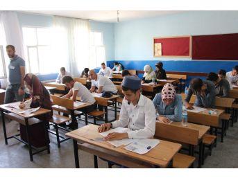 Silvan'da Açık Öğretim Lise Sınavı Yapıldı