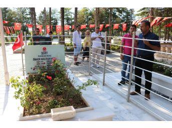 Ömer Halisdemir'in Kabri Türk Bayraklarıyla Donatıldı