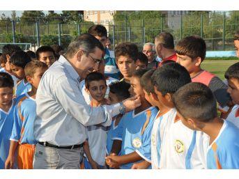 Yüreğir Belediyesi Mahalleler Arası Futbol Turnuvası Düzenliyor