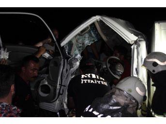 Aydın'da Feci Kaza... Kamyonette Sıkışan İki Kardeş Acı İçinde Kurtarılmayı Bekledi