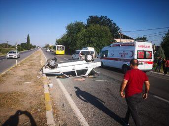 Direksiyon Hakimiyetini Kaybeden Otomobil Takla Attı 2 Yaralı