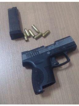 Kuşadası'nda Şüpheli Bir Kişi Silah Ve Mermiyle Yakalandı