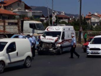 Vakaya Giden 112 Ambulansı Kaza Yaptı 2 Kişi Yaralandı