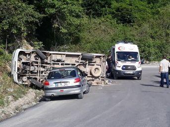 Bartın'da Yolcu Minibüsü Devrildi: 8 Yaralı