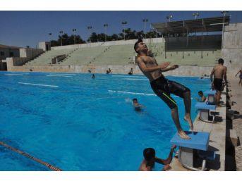 Bin 200 Çocuk Ve Genç Serinlemek İçin Olimpik Havuza Gidiyor