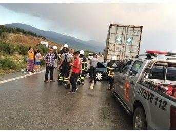 Hatay'da Otomobil Tıra Çarptı: 3 Ölü, 1 Yaralı