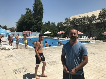 Iğdırlılar Sıcaktan Havuzlara Akın Etti