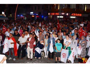 Torbalı'da 15 Temmuz Programına Binlerce Kişi Katıldı
