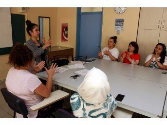 (özel) Yaşayarak Öğrendiği İşaret Dili Hayatını Değiştirdi