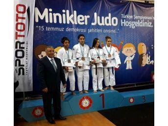 Salihlili Kerimenur İşbecer Türkiye Şampiyonu