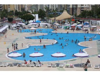 Mezitli Belediyesi Su Parkı Sıcak Yaz Aylarının Vazgeçilmezi Oldu