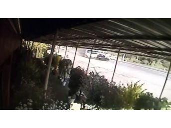 Kamyon'un Otomobile Çarpma Anı Güvenlik Kamerasına Yansıdı