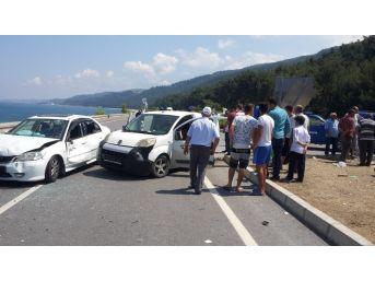Samsun'da Otomobil İle Kamyonet Çarpıştı: 8 Yaralı