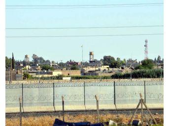 Terör Örgütü Telabyad'ta Sözde Bayrağını İndirip Flamasını Astı