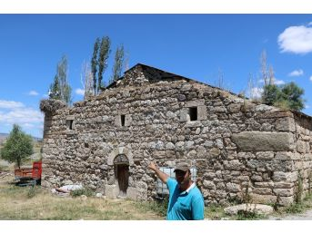 Biri Camiyi Diğeri İse Kiliseyi Mesken Tuttu