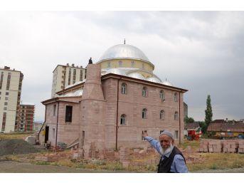 Cami Minarelerine Kavuşuyor