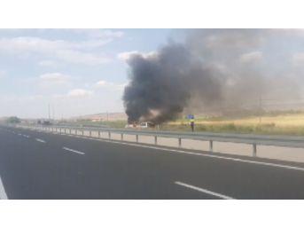 Kaza Yapan Minibüs Saatler Sonra Alev Alev Yandı