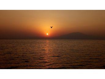 Gün Batımı Van Gölü'nde İzlenir