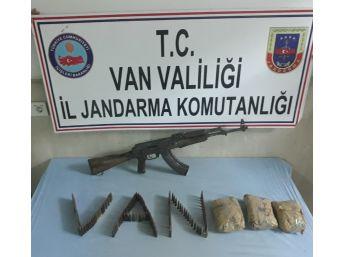 Terör Operasyonunda Silah Ve Uyuşturucu Ele Geçirildi