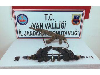 Van'da Pkk/kck Terör Örgütüne Ait Silah Ve Mühimmat Ele Geçirildi