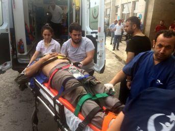 Panelvan Araç Uçuruma Yuvarlandı: 1 Yaralı