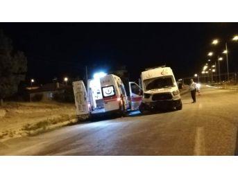 Önce Motosikletli, Sonra Ambulans Kaza Yaptı