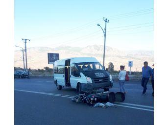Giresun'da Motosiklet İle Minibüs Çarpıştı: 2 Yaralı