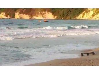 Arnavutköy'de Denizde Akıntıya Kapılan 3 Çocuktan Biri Kayıp