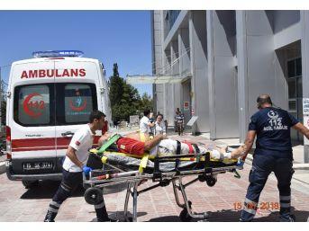 Burdur'da Minibüs Refüje Devrildi: 8 Yaralı