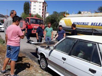 Otomobil Alev Aldı