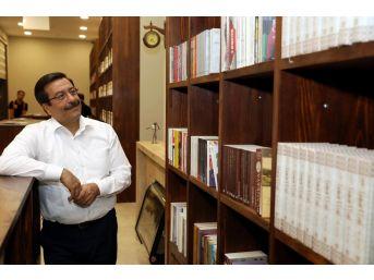 Başkan Atilla 'kitap Kahve'de İncelemelerde Bulundu