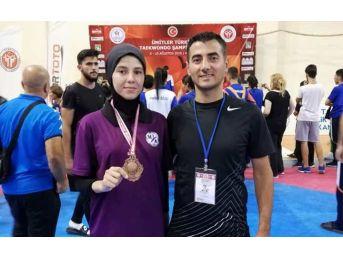 Düzceli Taekwondocular 2 Madalya İle Döndüler