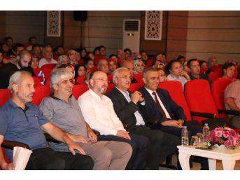 Erzincan Belediyesi Şehir Tiyatrosu Evcilik Oyununu Sahnelendi