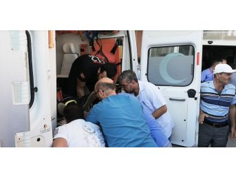 Erzincan'da Ambulans Sedyesi Sıkışınca Arbede Yaşandı