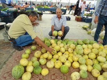 Hisarcık'ta Yerli Kavun Rağbet Görüyor