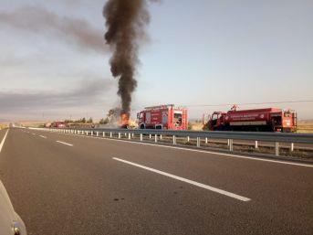 Kütahya'da Akaryakıt Tankeri Devrilerek Alev Aldı