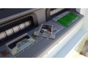 Banka Atm'sine Kart Kopyalamak İçin Kamera Gizlediler
