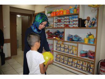 Bayram Öncesi Çocuklara Giysi Yardımı